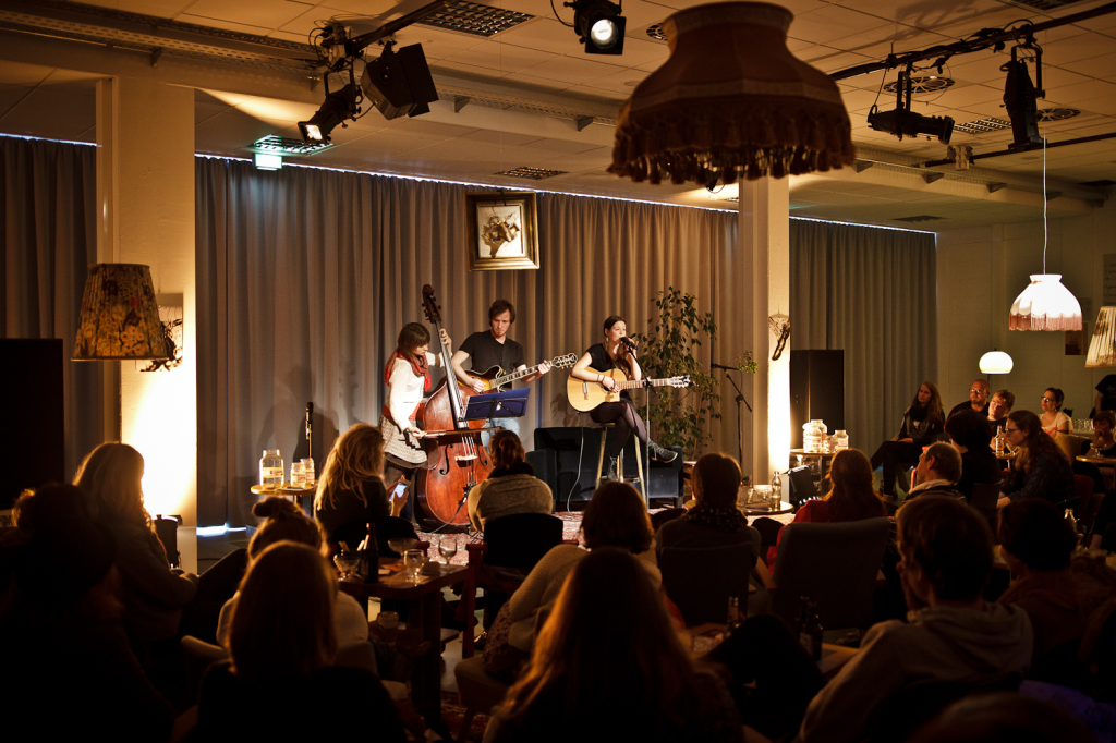 Musik: Rebecca Krejci & Band (beccykrejci@web.de)
